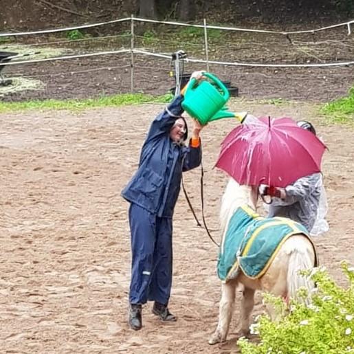 Singing in the rain (2)